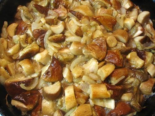 Блюдо из говядины в мультиварке фото
