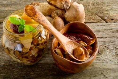 preserved mushroom - funghi sott'olio